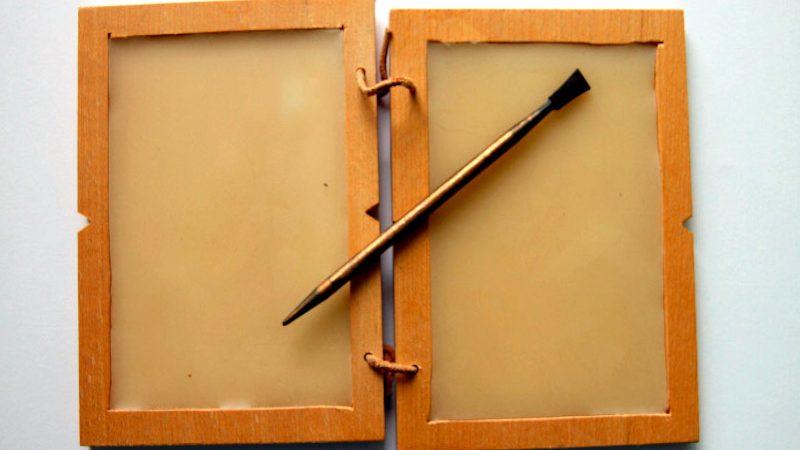 El estilete: Instrumento de escritura en la antigüedad